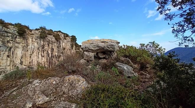Finale Ligure dolmen (roccia)
