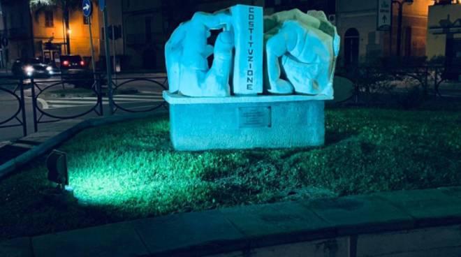 Borghetto Monumento Costituzione Blu