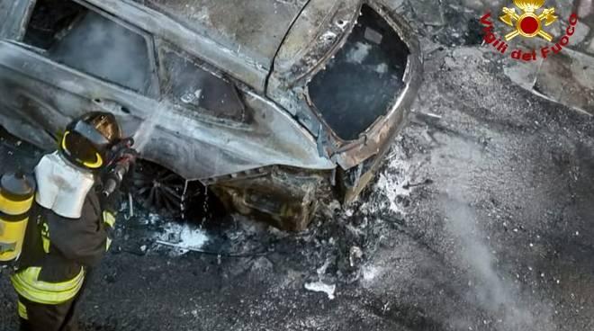 incendio auto noli