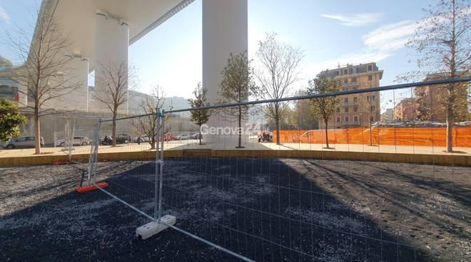 Nuovo ponte, radura della memoria tra lavori del cantiere e degrado