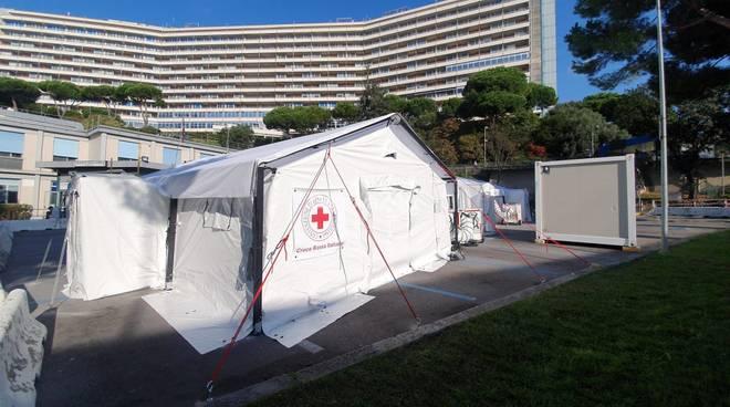 Ospedale da campo della Croce Rossa fuori dal San Martino