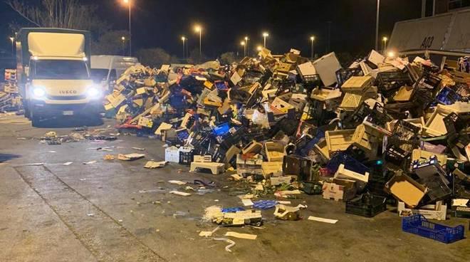 sciopero addetti rifiuti mercato ortofrutticolo