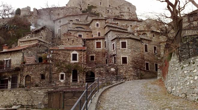 Castelvecchio di Rocca Barbena castello marchesi del Carretto
