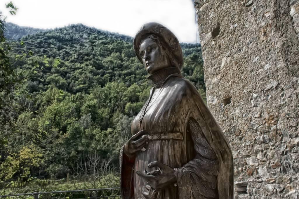 Zuccarello monumento Ilaria del Carretto