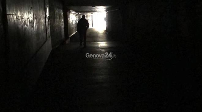 tunnel brignole al buio