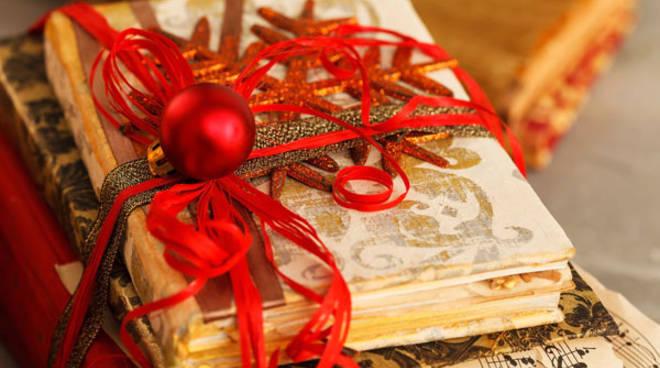 Natale libro con spartito