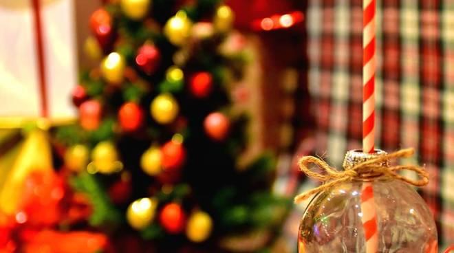 Creare decorazioni di Natale e allestire la tavola perfetta: i laboratori online di Helpcode Italia Onlus