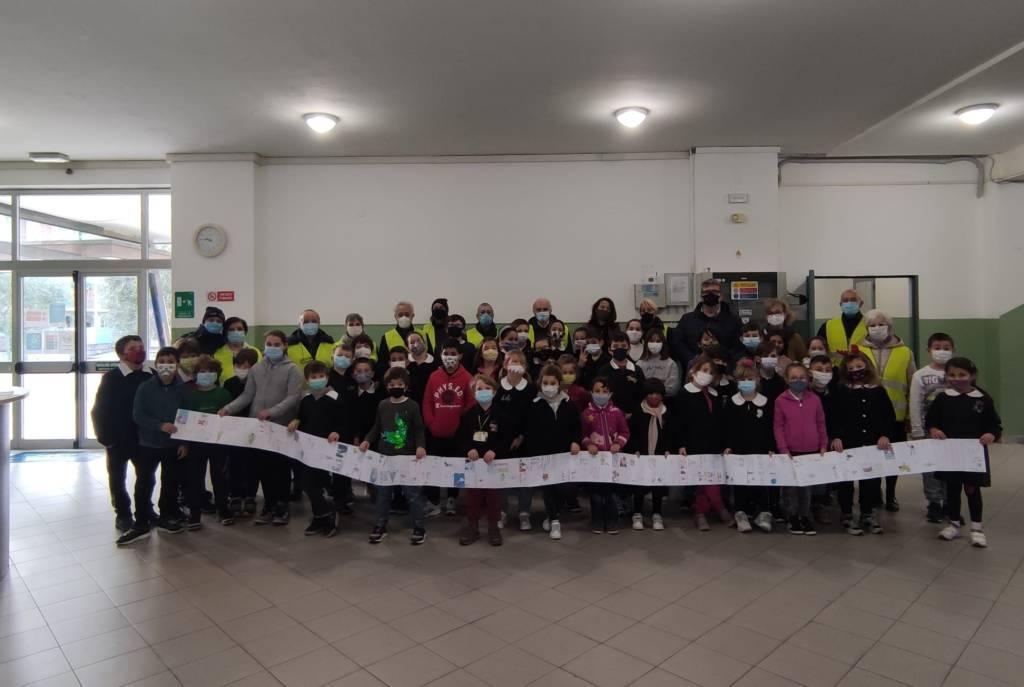Gli auguri di Natale dei bambini del Pedibus di Loano