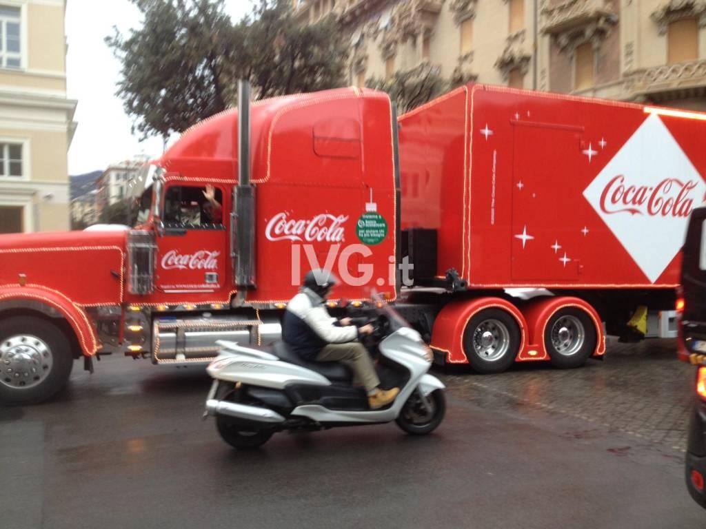 Il camion della Coca-Cola a Savona
