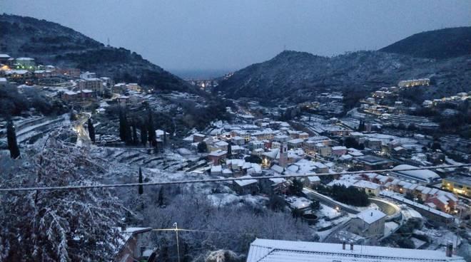 La vallata di Tovo San Giacomo sotto la neve