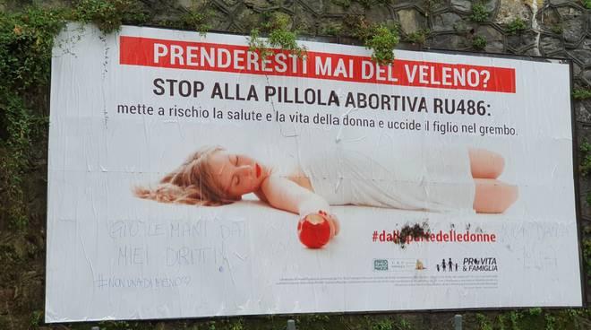 manifesti anti aborto non una di meno pro vita