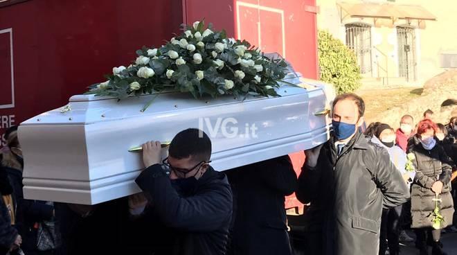 Omicidio sucidio Vellego, il funerale di Jessica Novaro