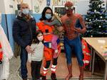 Spiderman incontra i bambini e i volontari della Croce Bianca di Savona