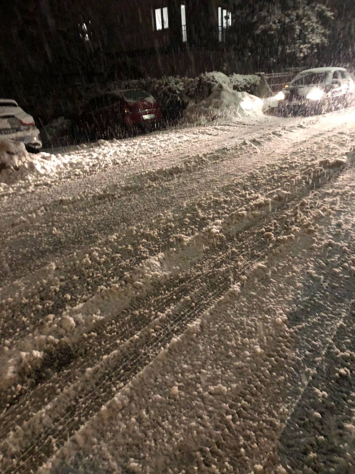 Allagamenti e disagi, nevicata nell'entroterra