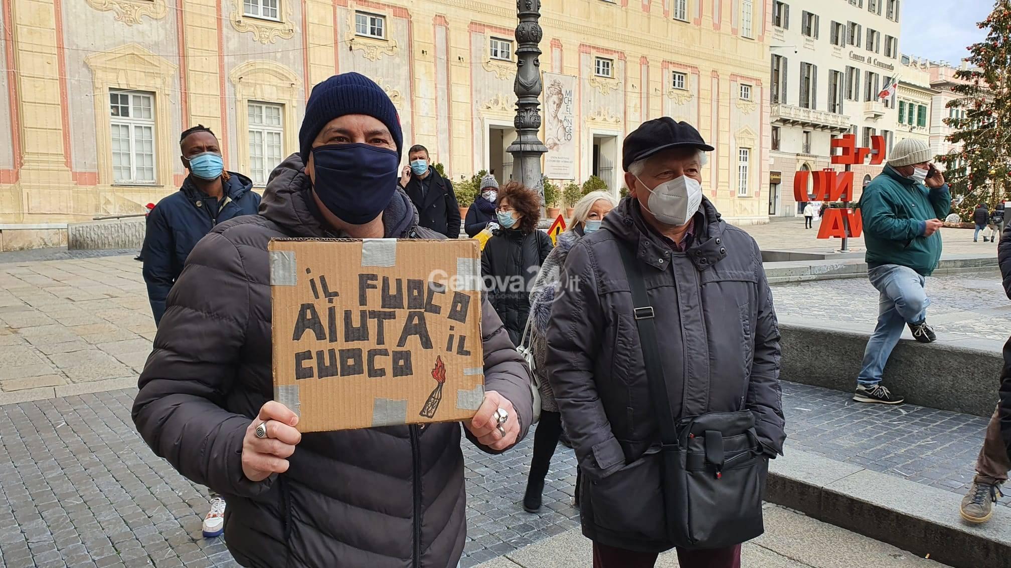 """Bar e ristoranti, protesta a Genova: """"Restiamo chiusi, siamo stufi di comprare roba e buttarla via"""""""