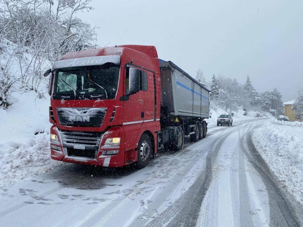 camion intraversato sp28 bis roccavignale loc case facelli