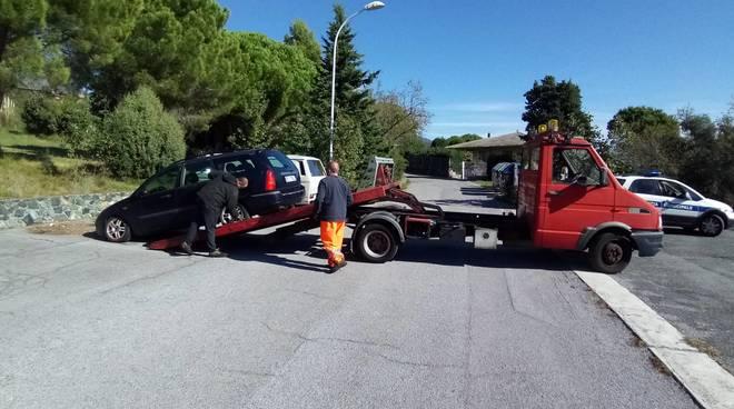 veicoli abbandonati varazze