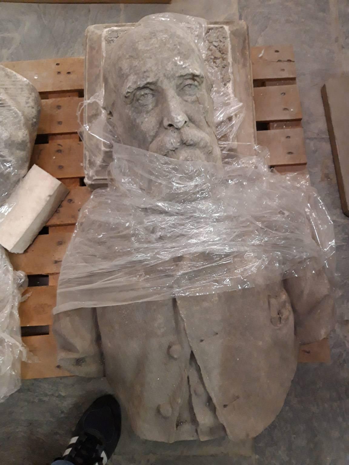 Statue leoni Sampie
