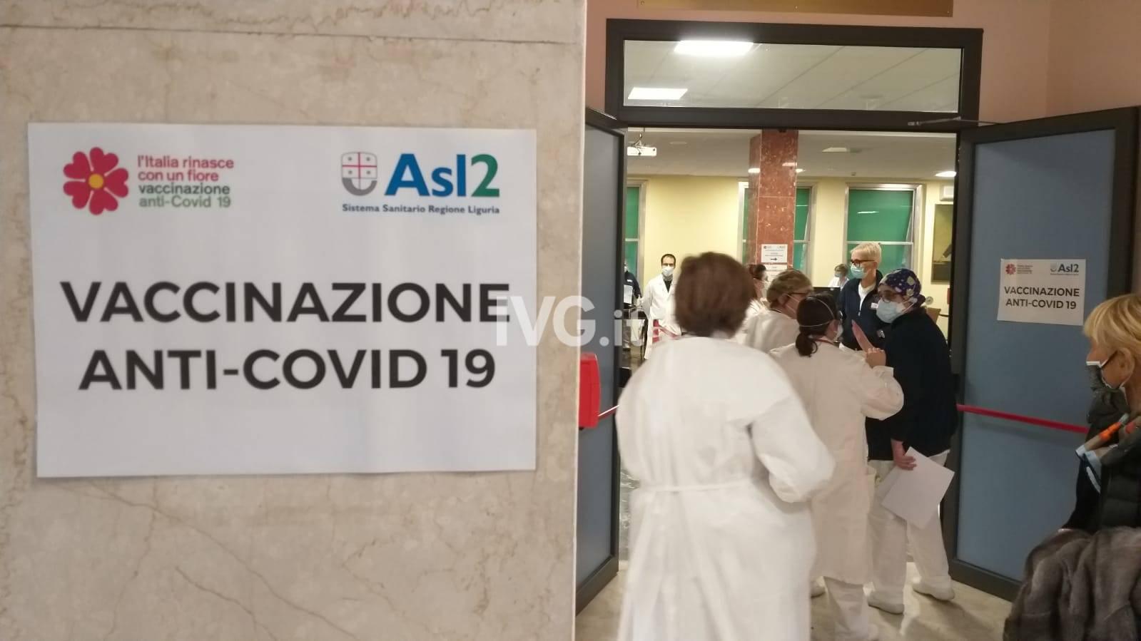 Via alle vaccinazioni anti-Covid al Santa Corona