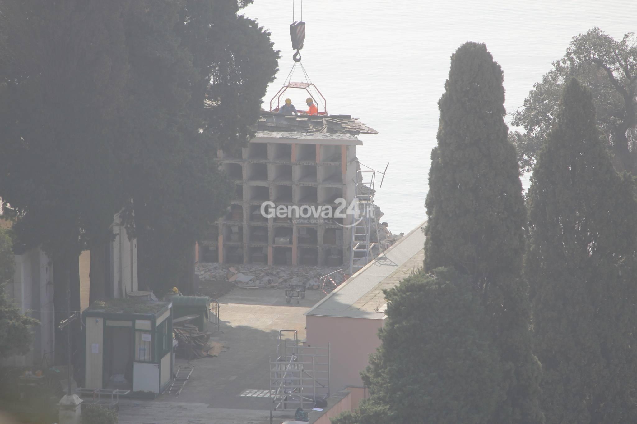 Crollo cimitero Camogli, le operazioni di recupero dei feretri