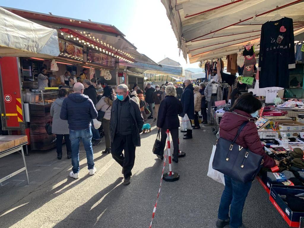 assembramenti mercato cairo