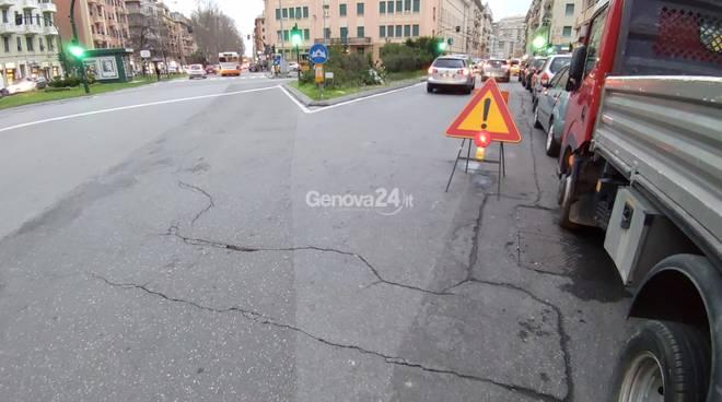 Incidente in monopattino, la situazione del manto stradale in via Monticelli