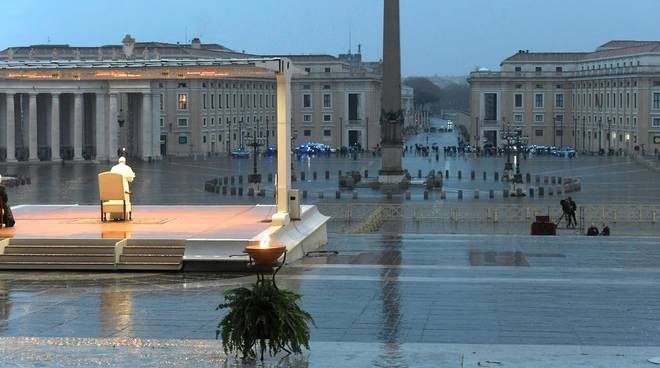 Papa Francesco piazza san Pietro lockdown