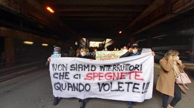 protesta dei ristoratori blocca la città sopraelevata