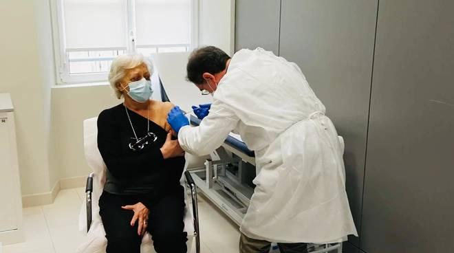 silver vaccine day vaccino over 80