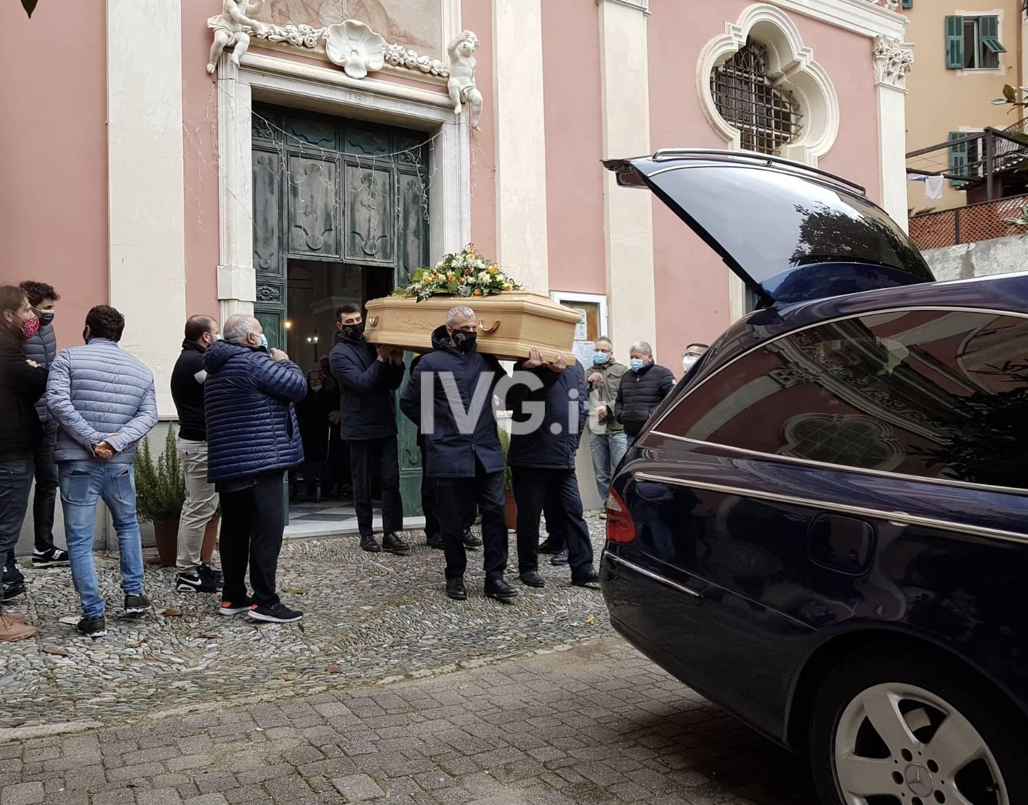 Tovo San Giacomo, folla commossa per l'ultimo saluto a Maurizio Superchi