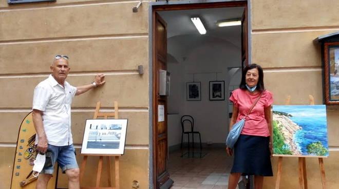 Varazze Gallery Malocello mostra pittrice Maria Rosa Pignone e fotografo Antonio Morano