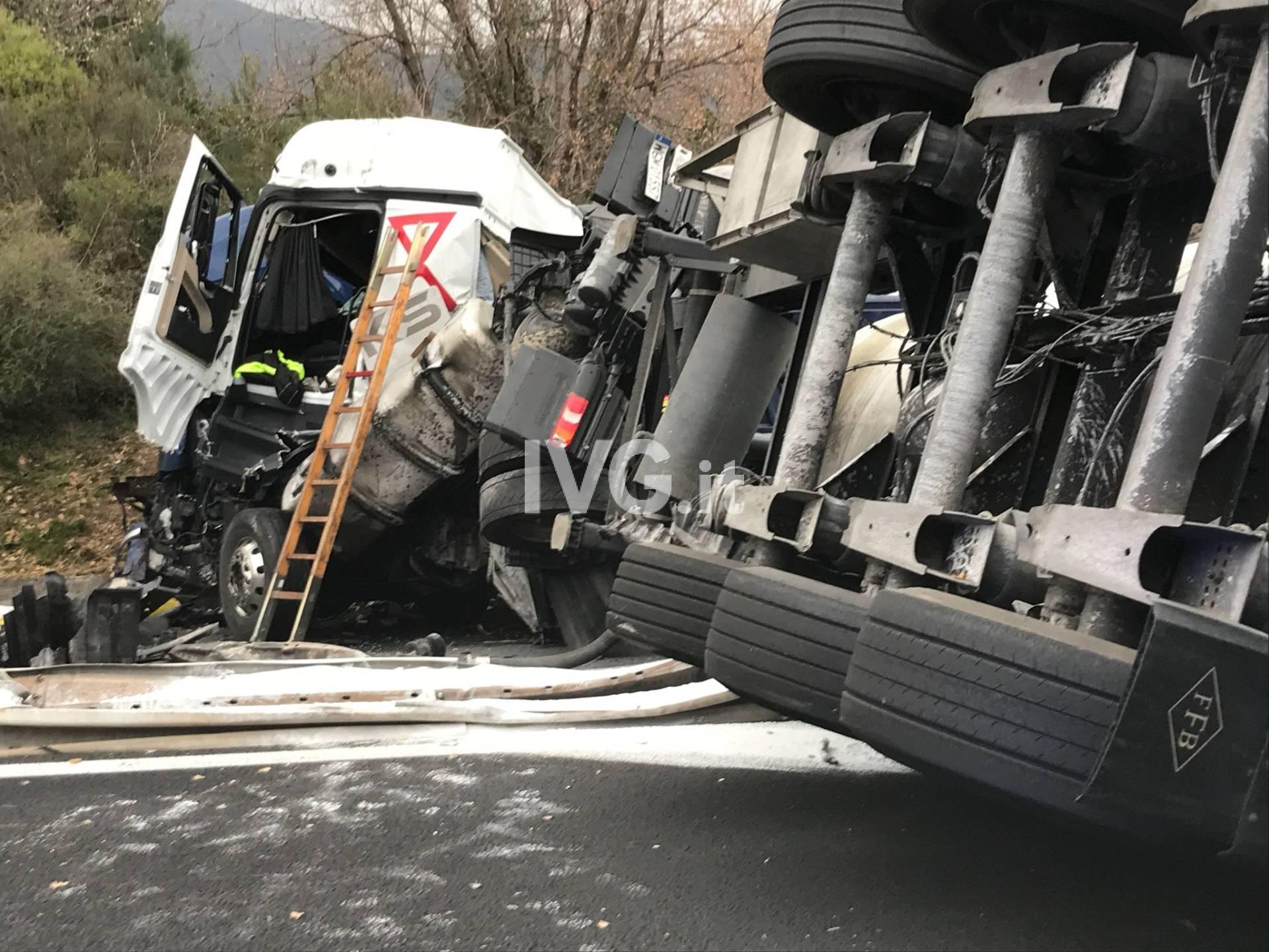 Terribile schianto in A10: frontale tra due tir tra Borghetto e Albenga