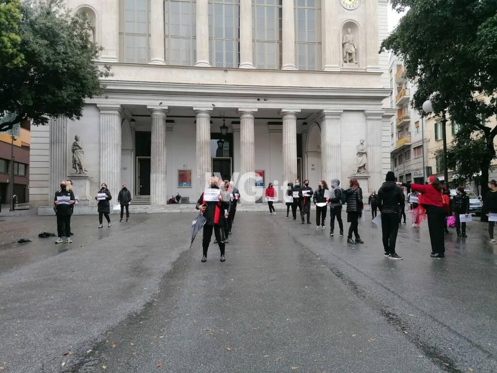 danza piazza protesta iniziativa savona