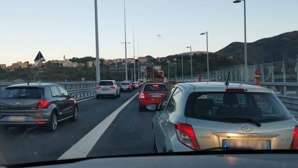 coda ponte genova san giorgio autostrada a10