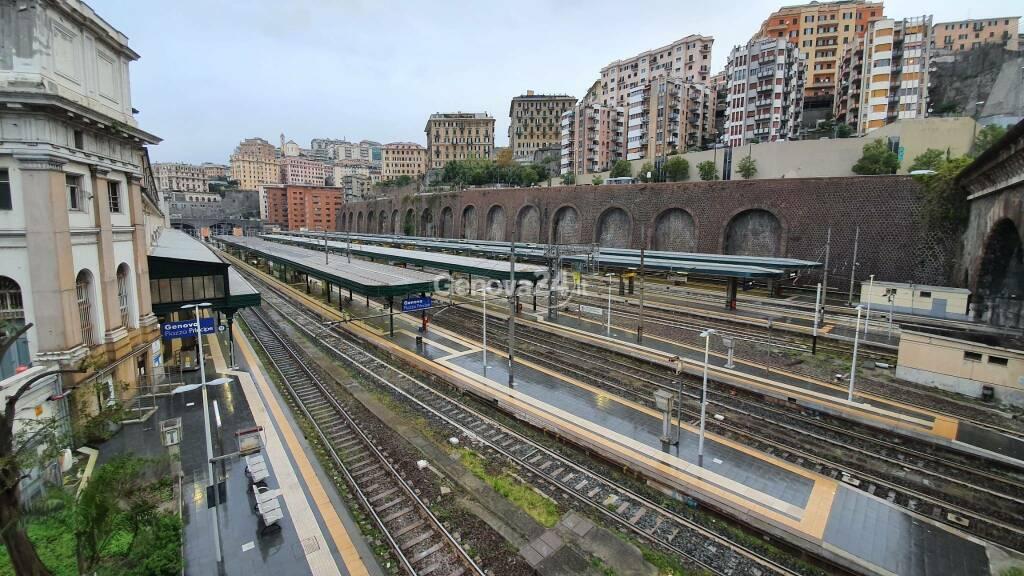treni stazione principe binari
