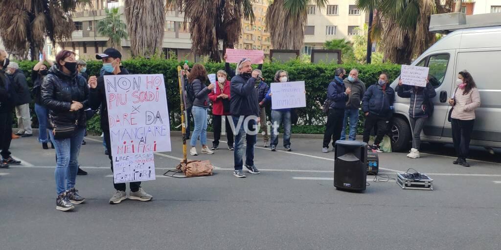 Il corteo degli ambulanti a Savona