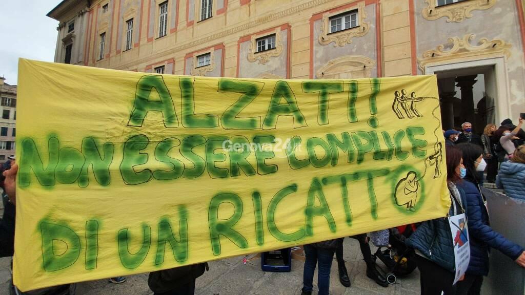 Sanitari in piazza contro l'obbligo vaccinale: la manifestazione della Cub a De Ferrari