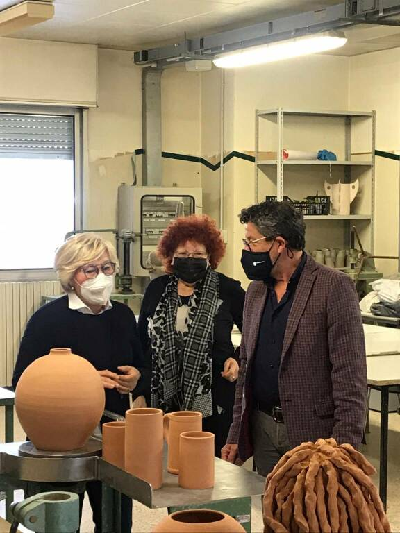 Brunetto in visita alla Scuola di Ceramica di Albisola