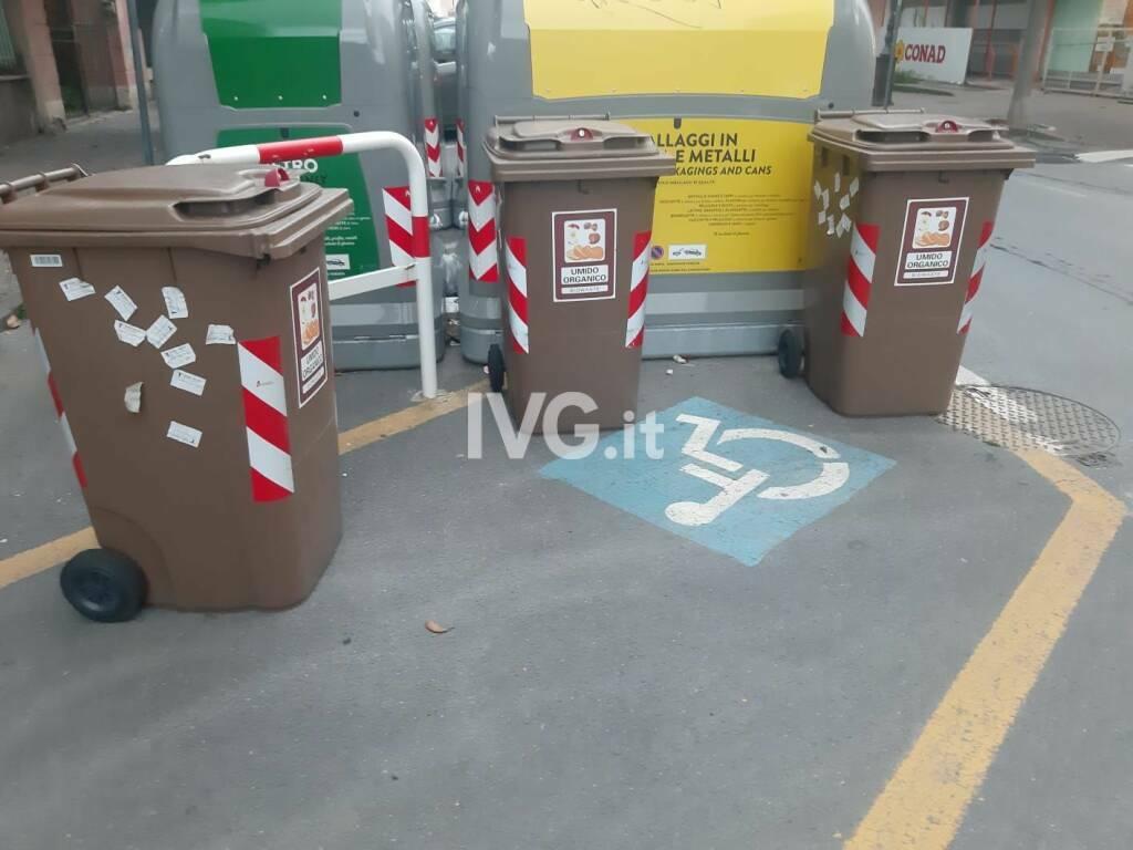 Albenga Bidoni Parcheggio Disabili