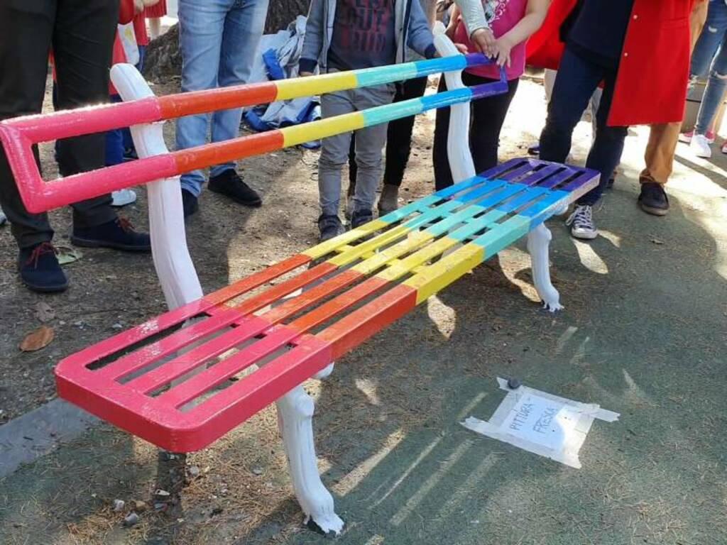 panchina arcobaleno piazza palermo