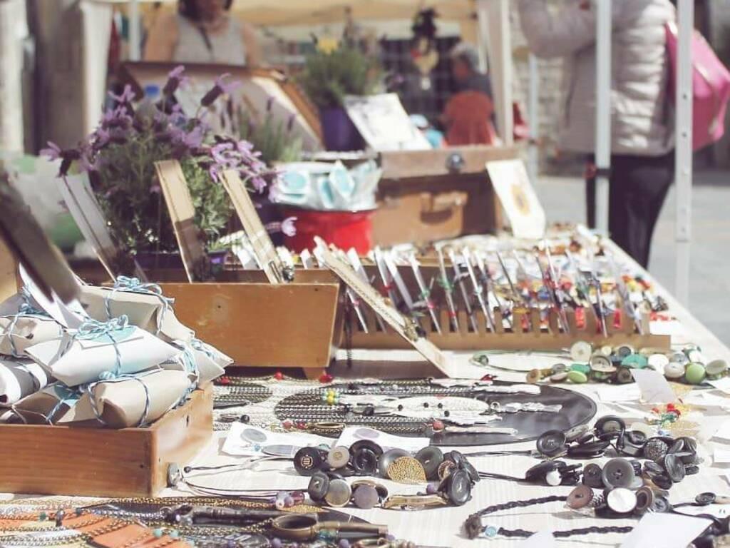 mercatino piazza trincheri albenga