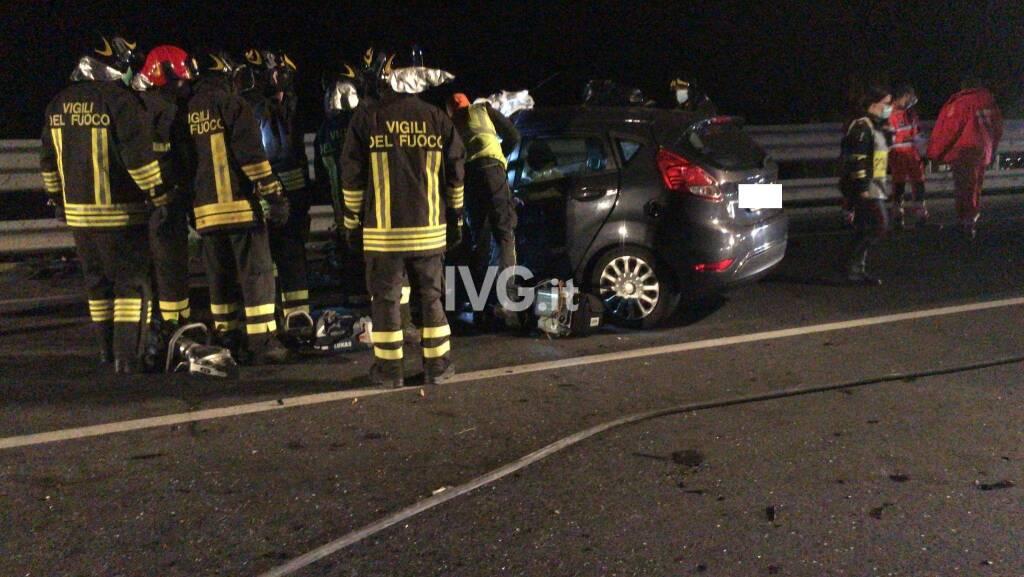 Scontro frontale tra auto sull'Aurelia Bis a Villanova