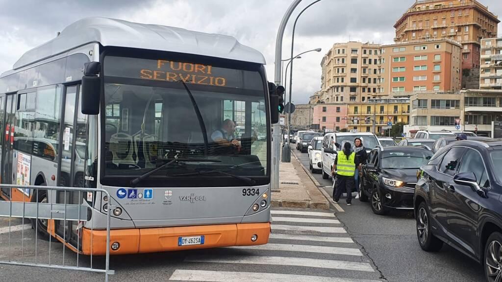 autobus sciopero amt fuori servizio