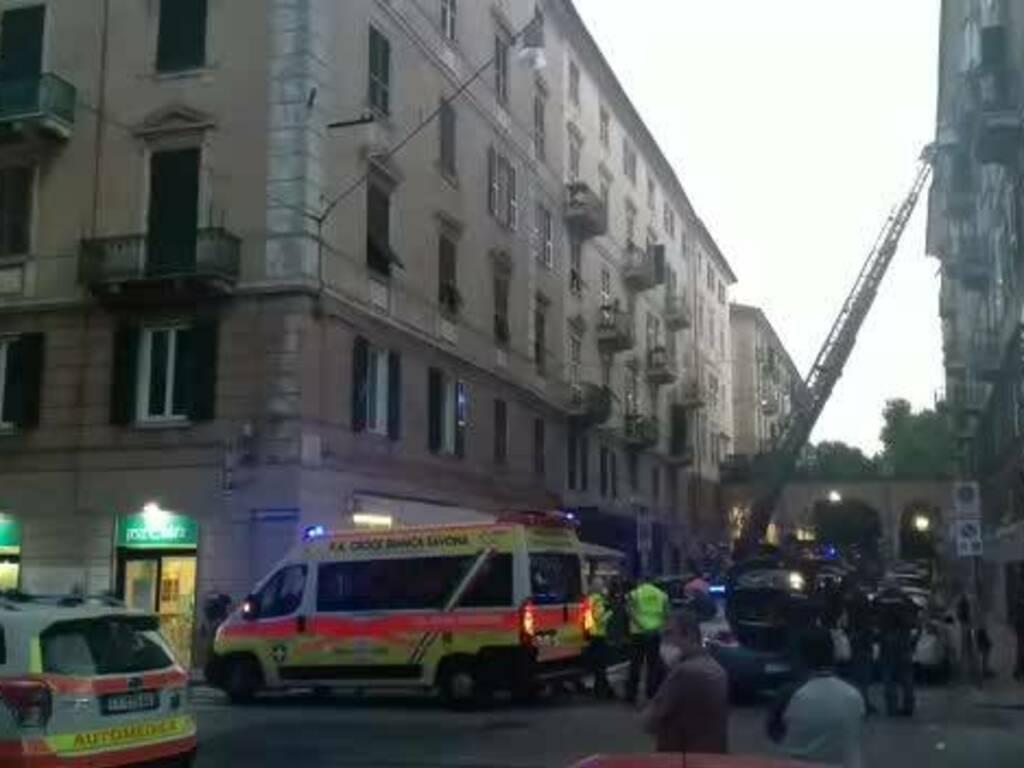 fiamme in un palazzo di via Astengo