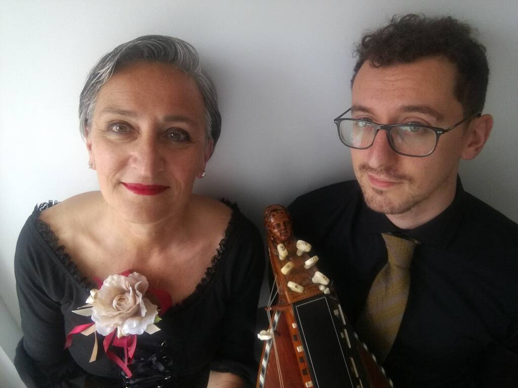 Francesco Giusta suonate ghironda Elena Buttiero musicista