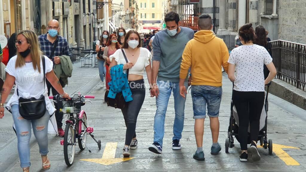 coronavirus mascherine gente