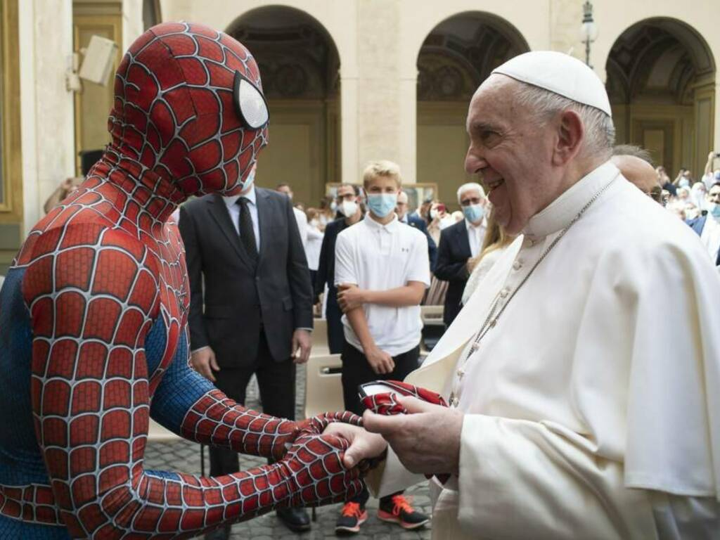 mattia villardita spiderman papa francesco