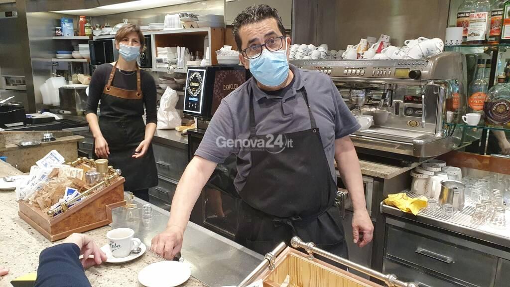 caffè bar barista coronavirus mascherina