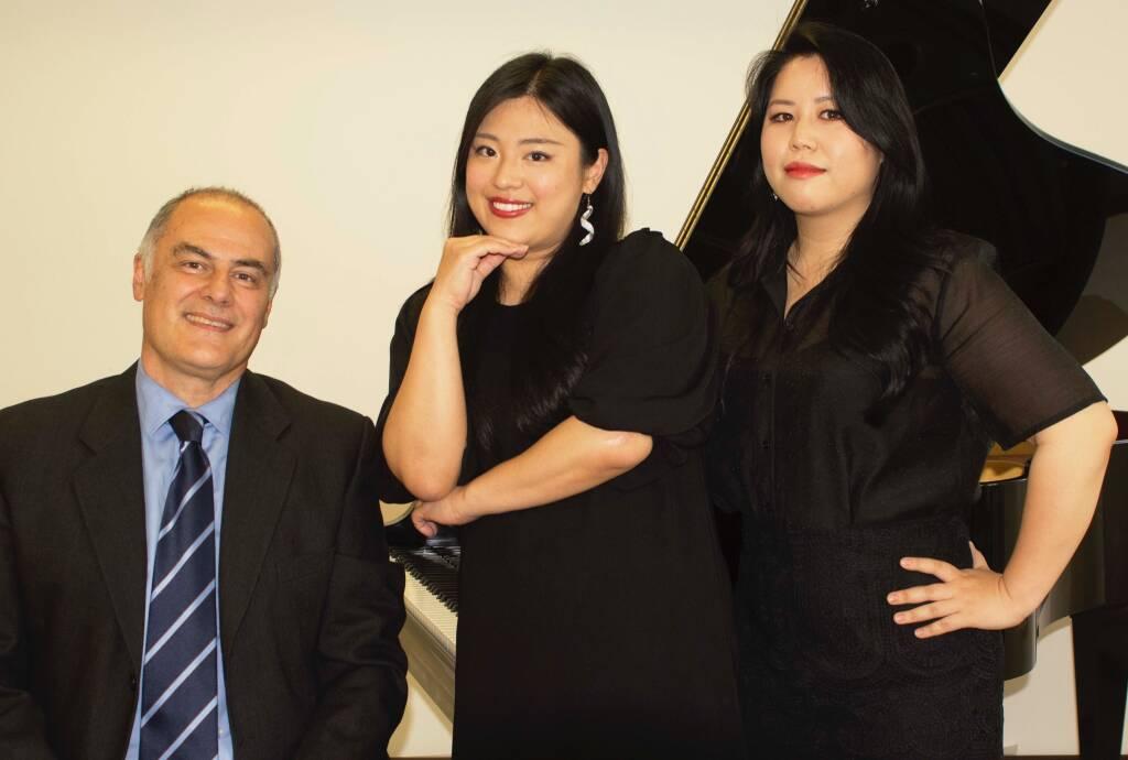 Giuseppe Giusta pianista Mika Yatsugi e Kim Ajeong soprani