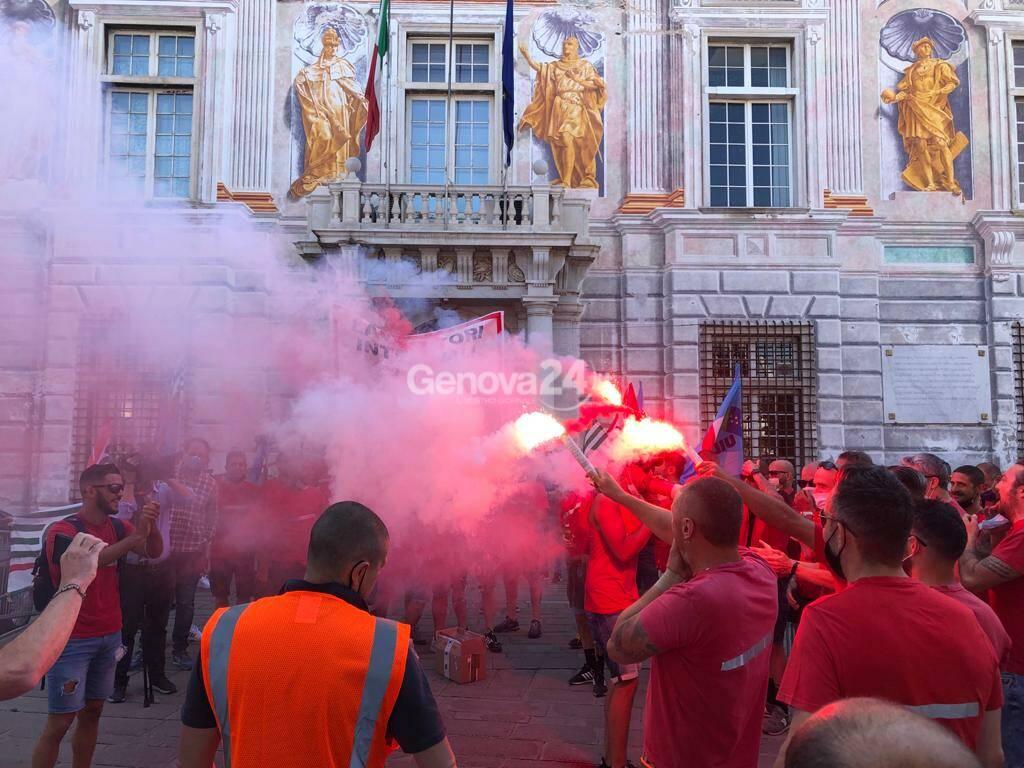Porto di Genova, la protesta dei lavoratori interinali della Culmv